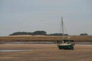 Segelboot bei Ebbe englische Nordseeküste